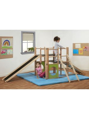 INDOOR CLIMBING FRAME WITH SAFETY MATS