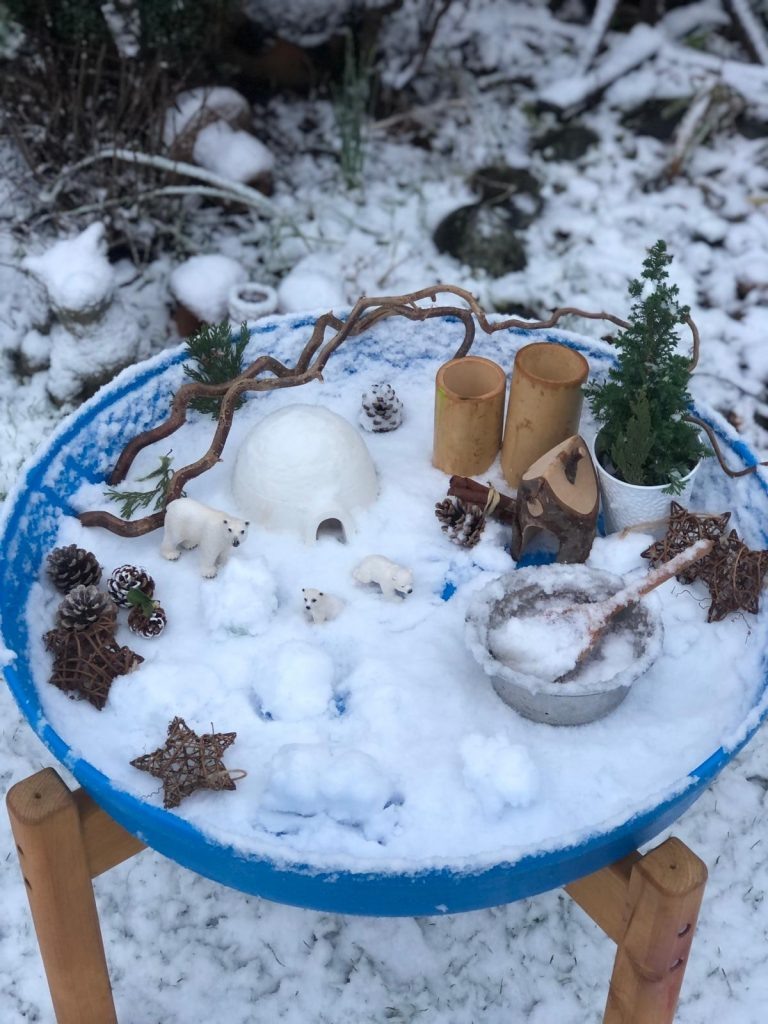 Outdoor play - snow play