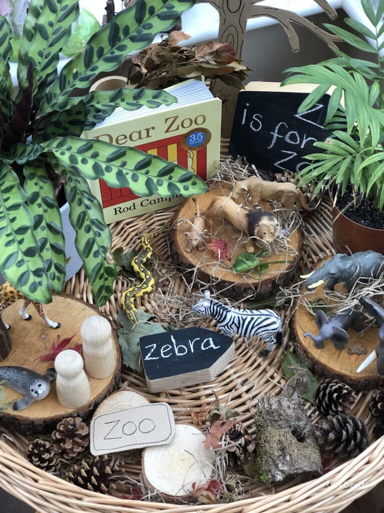 Wicker Tray Play - zoo