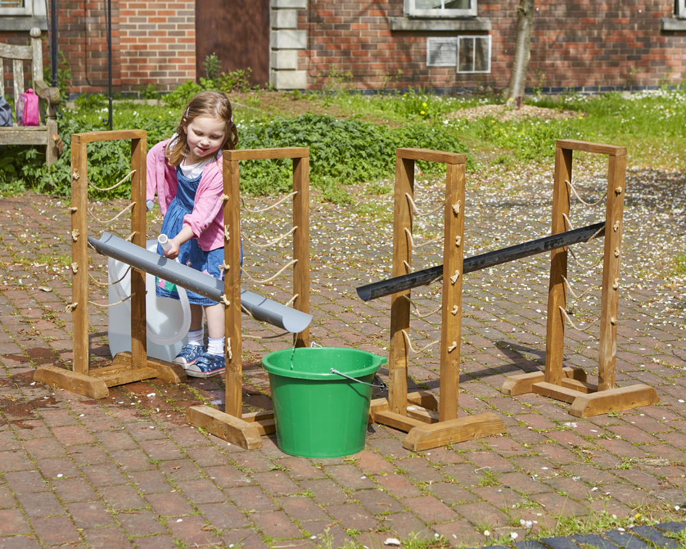 Water play - gutter stand